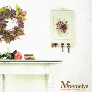 Kulcstartó szekrény festett rózsákkal