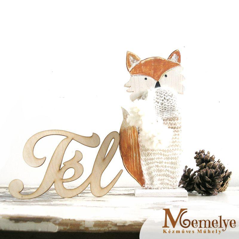 Pisze, a fázós róka - fából készült asztaldísz