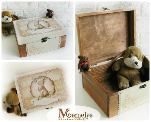 Fából készült, kézzel festett nyuszi mintával díszített baba emlékdoboz.